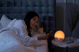 usare-lo-smartphone-prima-di-dormire